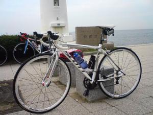 灯台とバイク[1]