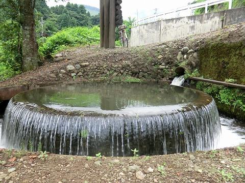 井口村 円筒分水場