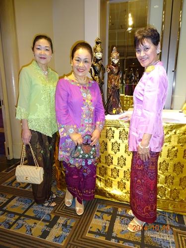 DSC00090インドネシア独立69年祝賀パーティーでの3人