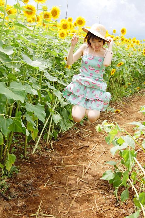 向日葵畑のポートレイト