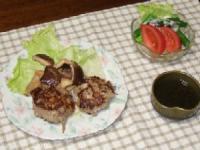 6/16 夕食 ごぼう入りハンバーグ、椎茸のバター醤油炒め、トマトとアスパラのサラダ、もずく酢