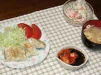 7/13 夕食 野菜とチーズの包み焼き、カニ風味サラダ、キムチもずく酢、大根のみそ汁