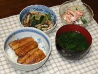 7/22 夕食 さんまの蒲焼き丼、しめじと小松菜の煮浸し、シーフードサラダ、モロヘイヤの吸い物