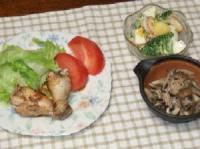 7/23 夕食 鶏手羽元のレモンスパイス焼き、蒸しきのこのゆず胡椒醤油和え、ポテトサラダ