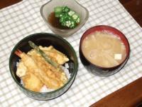 4/6 夕食 天丼、オクラもずく酢、豆腐とえのきの味噌汁