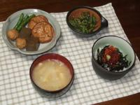4/5 夕食 イクラ丼、ぎんなんがんも煮物、いんげんのきんぴら、白菜と揚げの味噌汁