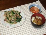 5/30 夕食 肉ニラ炒め、キムチ、イワシはんぺんのお吸い物