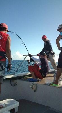 $愛する猫ちんと船釣りと観光地めぐり-20110913153510.jpg