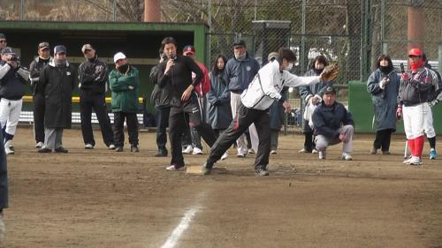 鈴木選手、大山トレーナー走塁