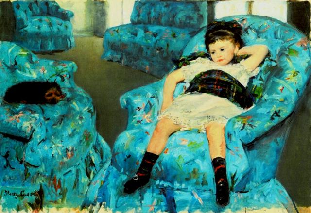 青いひじ掛け椅子の少女