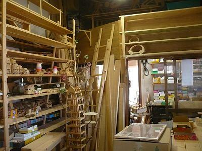 工房から制作室を見る-1