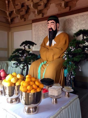 韓国で有名な단군(壇君)奉られています^^