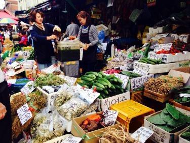 野菜だけではなく、韓方食品も多く、買い物はもちろん、見て回るのも面白いです^^