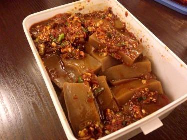 韓国人メンバーのお母さんお手製のトトリムク(ドングリの澱粉を用いて作られるぜりー状の食感)。美味しかったです^^