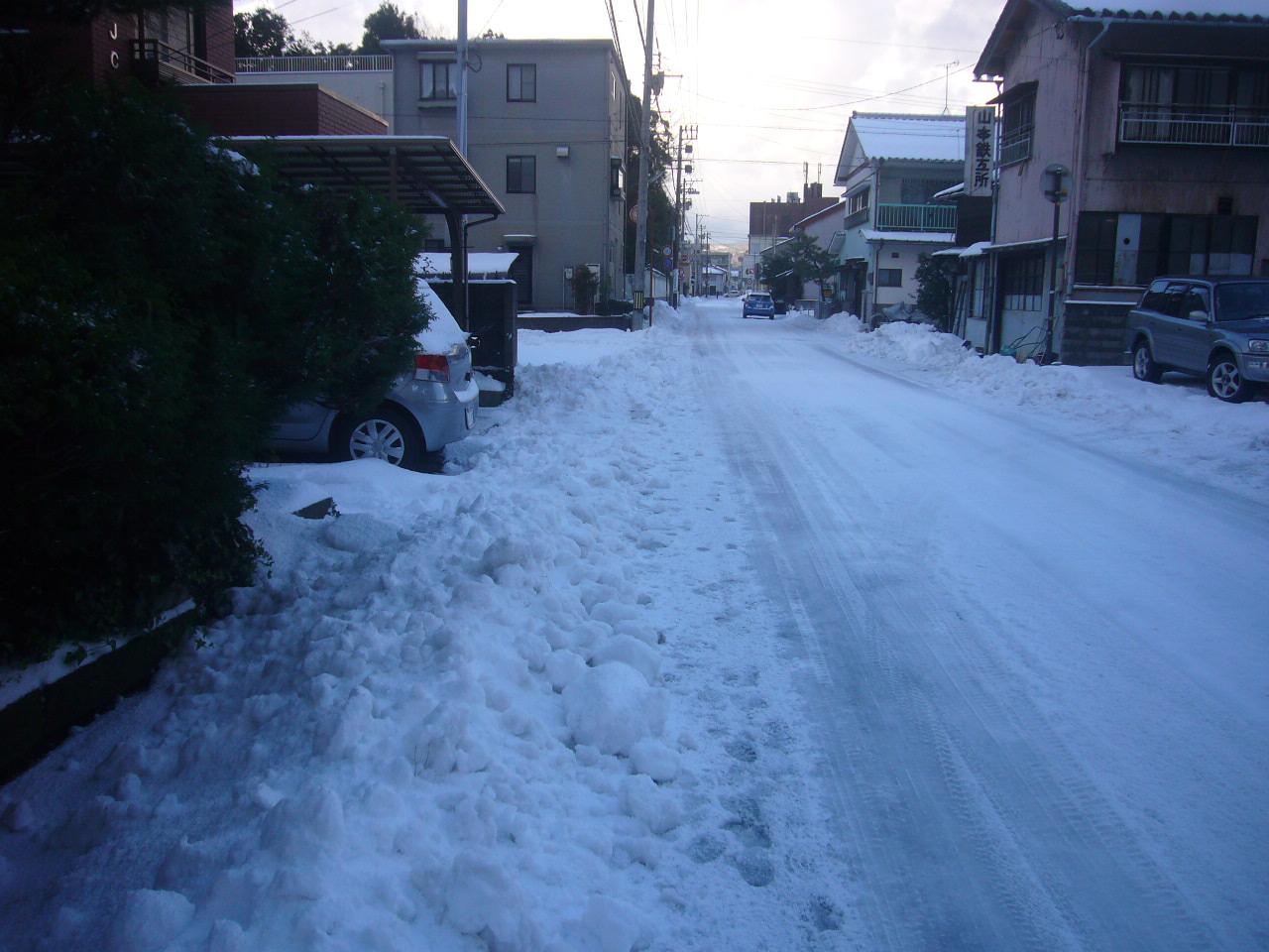 駐車場前の雪ブロックH26.12.18
