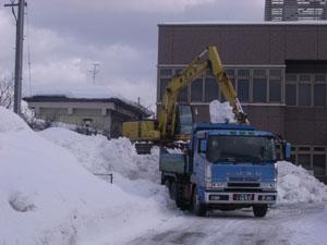 柏崎刈羽原子力放射センター駐車場排雪作業