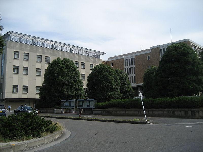 800px-Courts_Saitama1.jpg