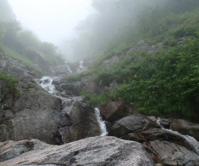 052滝が続く