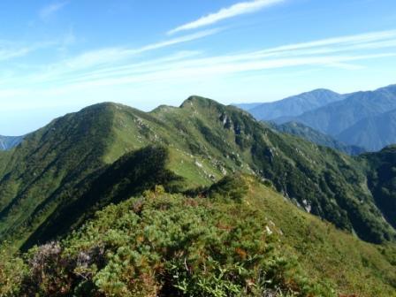 072 まだ遠い毛勝山