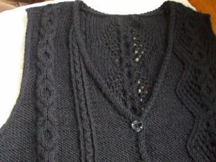 2011_0602黒いベストの模様0008