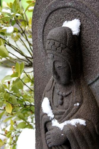 渋温泉・雪の観音さま