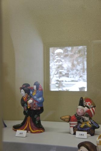 中野土人形・外は雪景色