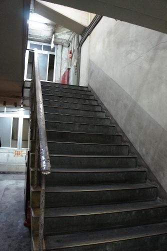 二階へ上がる階段も