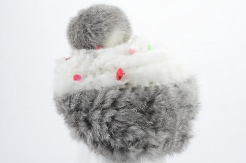毛糸帽子をプニョットピンでデコ!デジカメ撮影