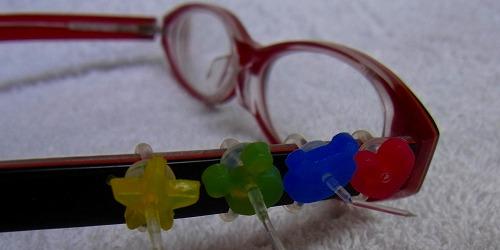 メガネに装飾プニョット