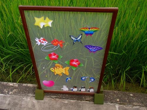ペンギン、蝶、花、ハート デコレーションした網戸表