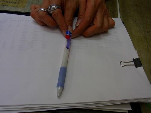 ペンのムネポケットから出る位置1
