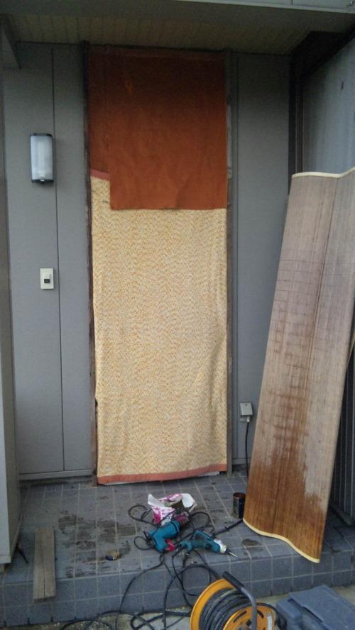 寒さ対策の外断熱対策「アルミドアをふさぐ」で結露防止も2