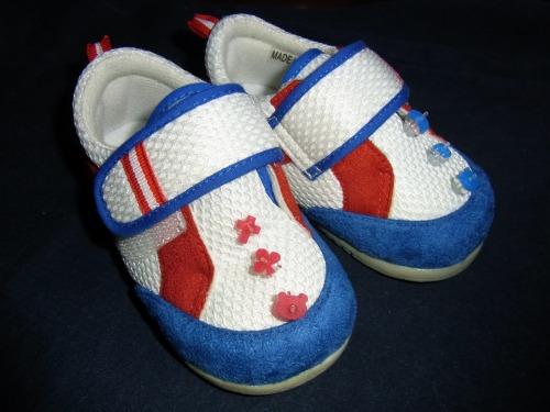 ぷにょっと識別マークを子供靴に装着完了!