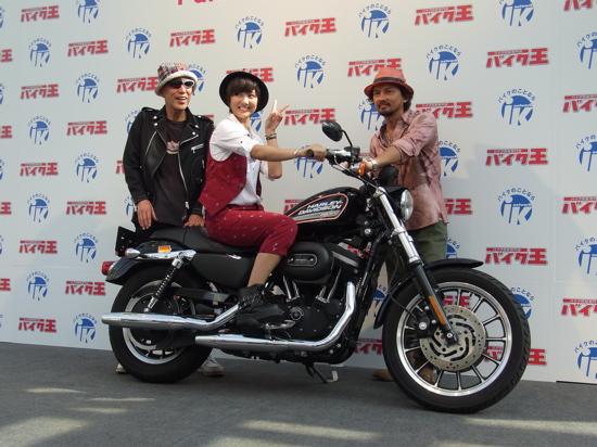 AKB48miyazawasae20110817aokitakao01.jpg