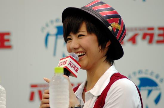 AKB48miyazawasae20110817aokitakao03.jpg