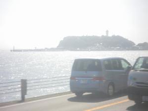 江ノ電から見た江ノ島