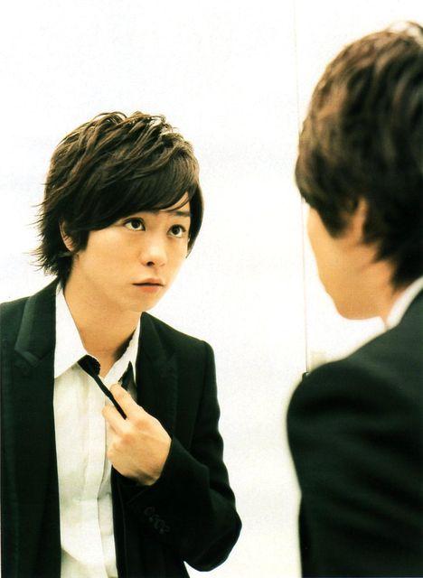 鏡で確認する櫻井翔