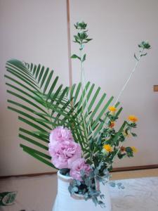 2012.06.28アレカヤシ・紅花・トルコ桔梗・ユーカリ