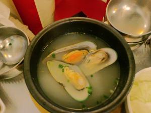 韓豚屋 ムール貝のスープ
