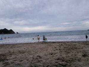 曇天の浜辺
