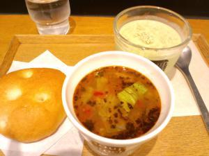 冷製エンドウ豆と豆乳・野菜と鶏のスープ