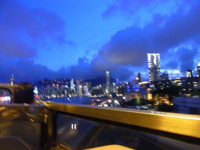 車窓からの夜景。ブレブレ^^;