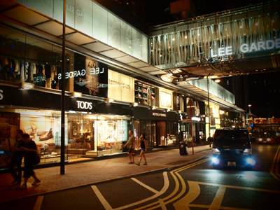 高級ブランド店が立ち並ぶショッピングモール