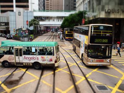 2階建てバスとミニバス