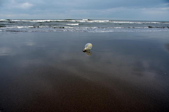 海岸 忘れ物-2