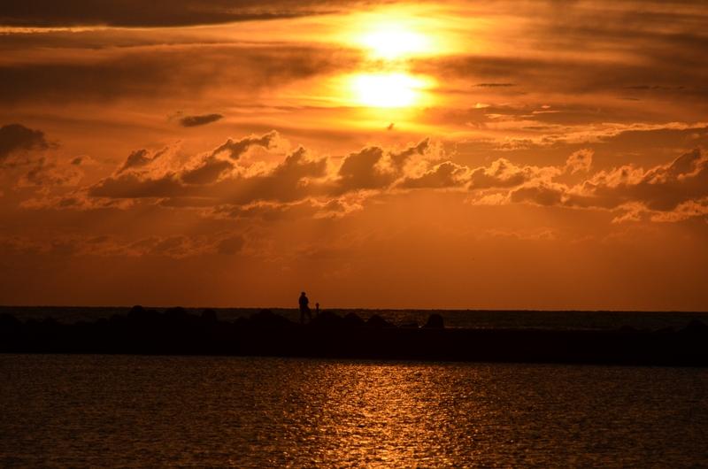 防波堤の夕陽-3