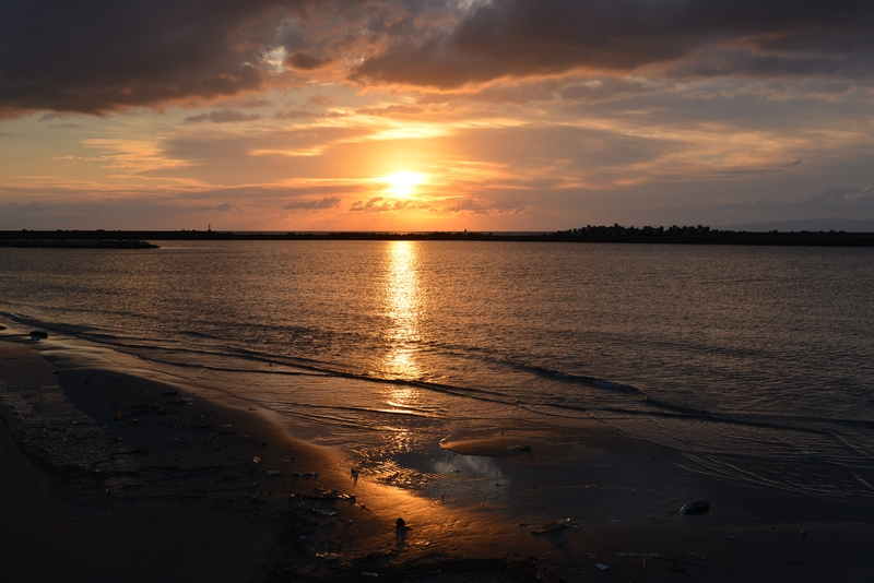 防波堤の夕陽-1