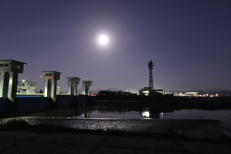 月明かり 堰-1