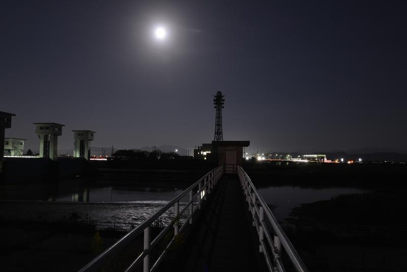 月明かり 堰-2