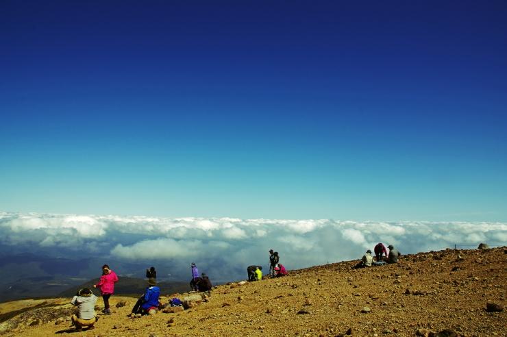 雲上の山頂にて -1949M-